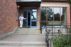 Professor Ingemar Ernberg outside the entrance to the Grants Office, Nobels väg 15a (July 2018)