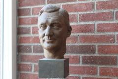 Hugo Theorell, face sculpture