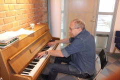 Mats Wahlgren at the MTC piano